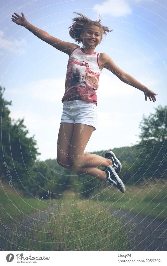 Freudensprünge sportlich Sommer Kindererziehung Schüler Mensch feminin Mädchen Kindheit Körper 1 13-18 Jahre Jugendliche Natur Schönes Wetter Gras Wege & Pfade