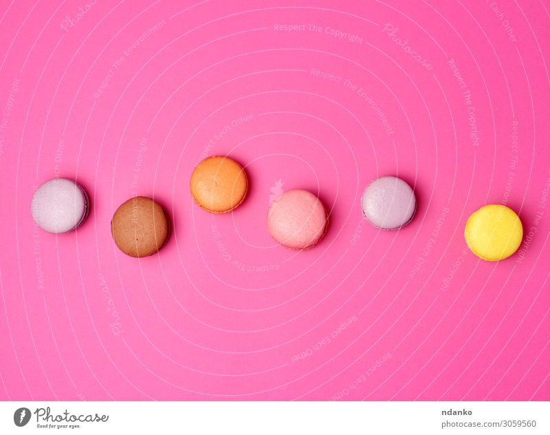 bunt gebackene Makronen Mandelmehl Frucht Kuchen Dessert Süßwaren Ernährung Essen frisch lecker oben braun gelb rosa Farbe Tradition sortiert Sortiment
