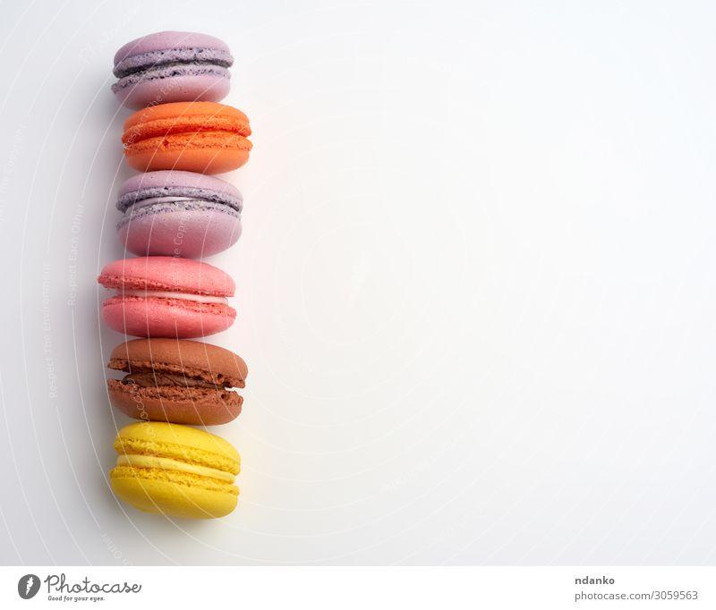 bunt gebackene Makronen Mandelmehl Kuchen Dessert Süßwaren Ernährung Essen frisch lecker oben braun gelb rosa weiß Farbe Tradition sortiert Sortiment