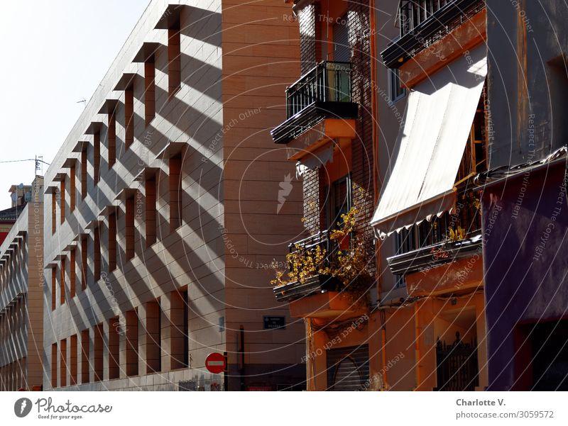 Nachbarschaft Valencia Spanien Europa Hafenstadt Stadtzentrum Haus Bauwerk Gebäude Architektur Wohnhaus Fassade Stein Beton Streifen ästhetisch authentisch