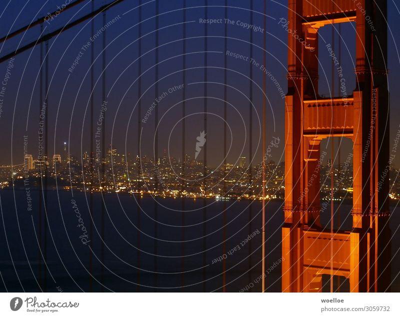 San Francisco and it's Bridge at Night blau Stadt rot Meer schwarz gelb gold Hochhaus USA Brücke Sehenswürdigkeit Skyline Wahrzeichen Bucht Städtereise Amerika