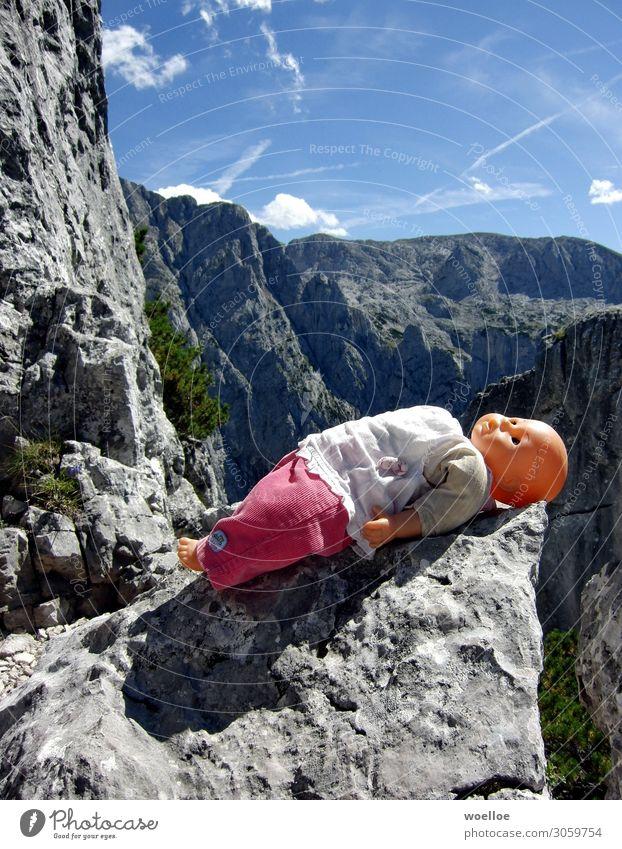 Babypause Berge u. Gebirge wandern Umwelt Natur Landschaft Schönes Wetter Felsen Alpen Berchtesgaden Berchtesgadener Alpen Puppe Kunststoff Erholung liegen blau