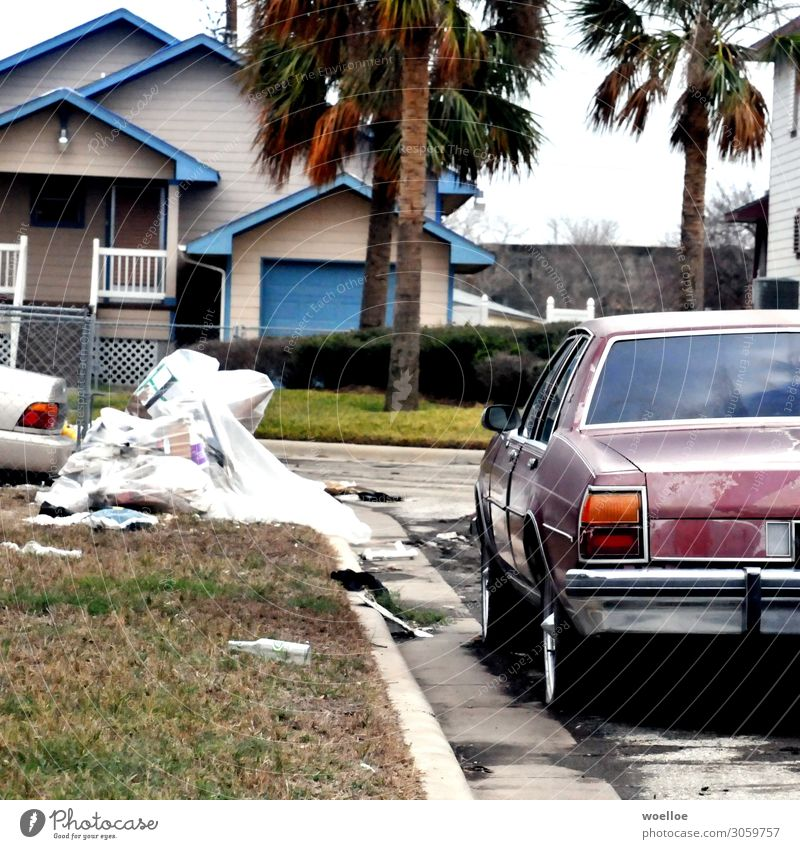 After the Storm Galveston USA Texas Amerika Einfamilienhaus Straße PKW Oldtimer Limousine Müll Sperrmüll dreckig kaputt Verfall Vergänglichkeit verwüstet Sturm