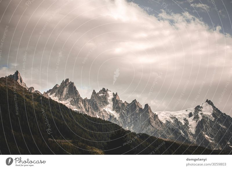 Ferien & Urlaub & Reisen Natur Sommer Landschaft Erholung Wolken Wald Ferne Berge u. Gebirge Lifestyle Schnee Tourismus Freiheit Erde Felsen Ausflug