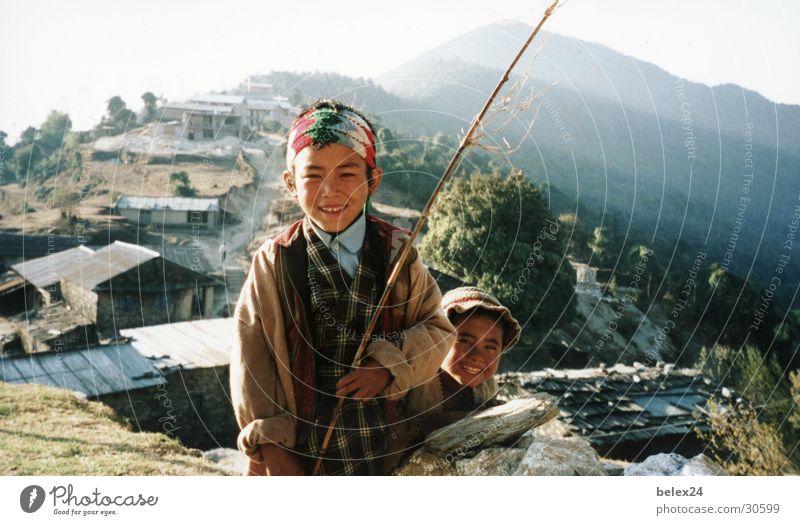 Nepals Kinder Asien ursprünglich Mensch Junge Natur Himalya offen Treking