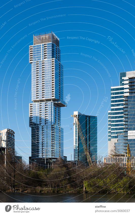 verschachtelt Stadt Stadtzentrum Skyline Hochhaus Austin Texas Moderne Architektur USA Bürogebäude Schönes Wetter Flussufer bauen Farbfoto Außenaufnahme