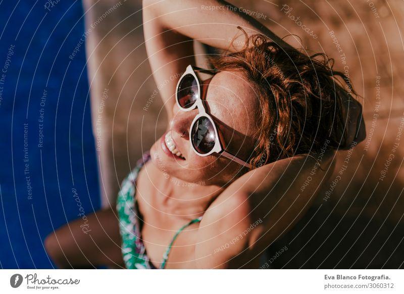 Frau Mensch Ferien & Urlaub & Reisen Natur Jugendliche Junge Frau Sommer blau schön grün Erholung Freude Gesicht Lifestyle Erwachsene feminin