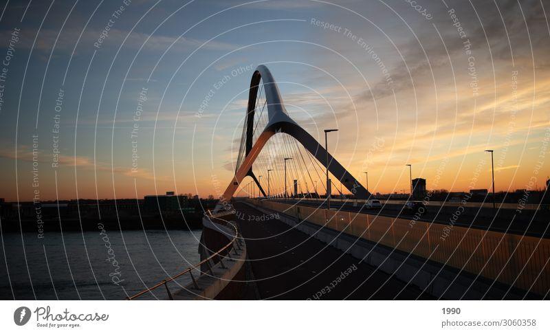 Holländische Brücke bei Sonnenuntergang Landschaft Luft Wasser Himmel Schönes Wetter Flussufer Nimwegen Niederlande Stadt genießen Blick Glück modern positiv