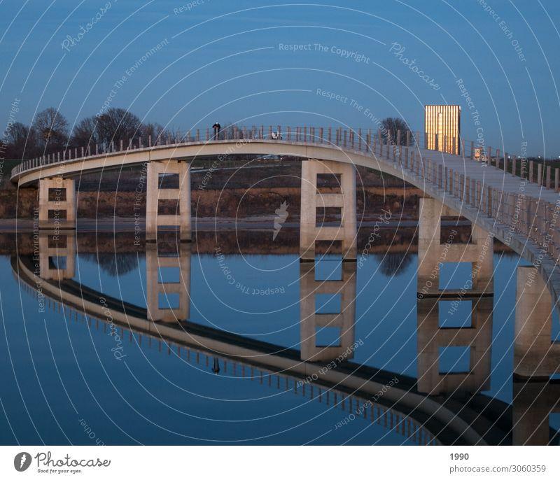 Brücke mit Spiegel Natur Sonnenaufgang Sonnenuntergang Nimwegen Niederlande Europa Stadt Stadtrand Architektur modern blau Farbfoto Außenaufnahme Menschenleer