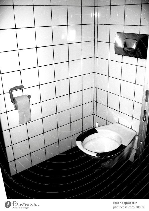 wer hat die brille geklaut? Einsamkeit Toilette Kot urinieren Haufen Urin