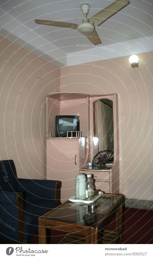 Rauminnenraum Lifestyle Möbel Sofa Tisch Spiegel Fernsehen ästhetisch elegant Innenbereich Innerhalb (Position) im Inneren intern möbliert ausgestattet