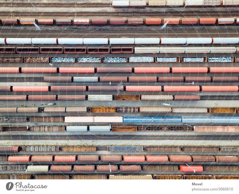 Zughafen Freiheit Verkehr Abenteuer Industrie Eisenbahn Güterverkehr & Logistik Hafen Gleise Geometrie Parkplatz Container parallel Verkehrsstau Weiche