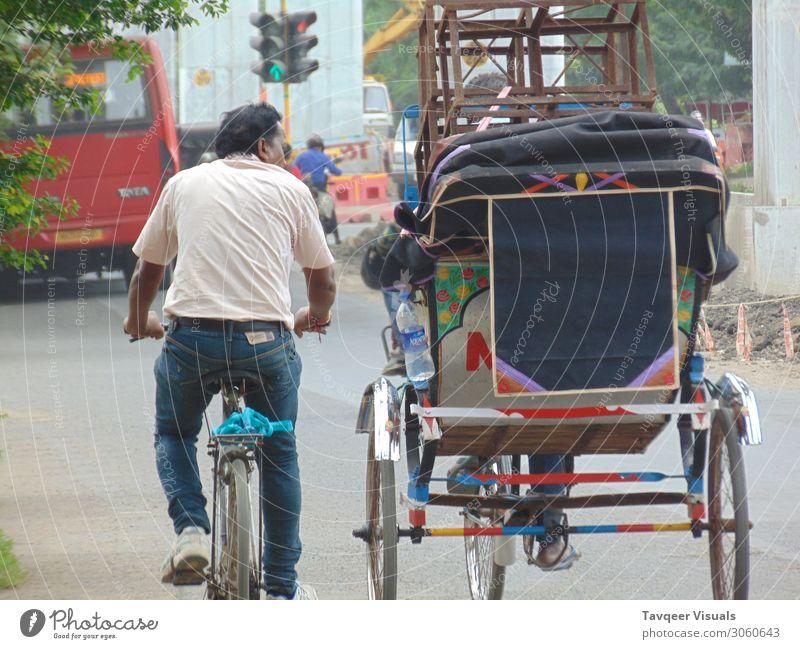 Freundschaft Mensch Erwachsene Senior Umwelt Erde Stadt Verkehr alt Arbeit & Erwerbstätigkeit Armut Gefühle Glück Fröhlichkeit Beginn Menschen reich Indien