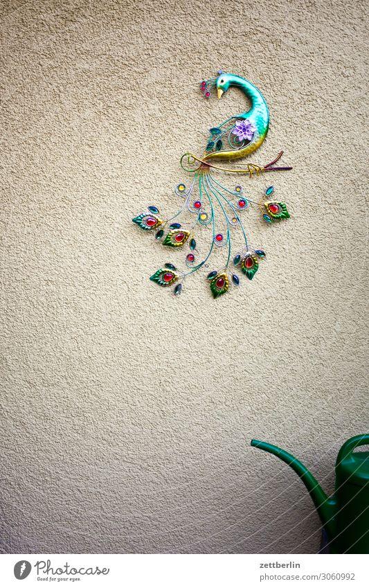 Pfau und halbe Gießkanne Vogel Wanddekoration Wandschmuck Dekoration & Verzierung Schmuck Kitsch Handwerk Kunsthandwerk mehrfarbig Farbe Schwanz