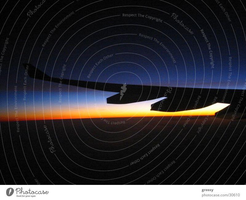 nightflight Nacht Flugzeug dunkel Sonnenuntergang Triebwerke Luftverkehr