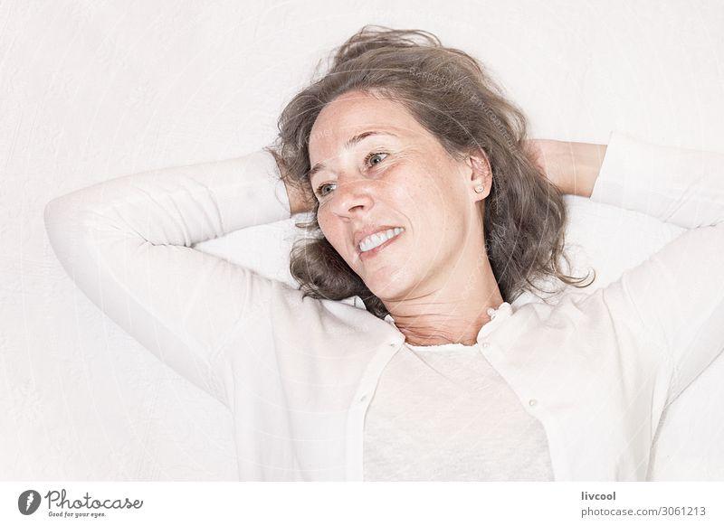 Frau Mensch schön weiß Hand Erholung Freude Gesicht Lifestyle Erwachsene Leben Senior feminin Gefühle lachen Glück