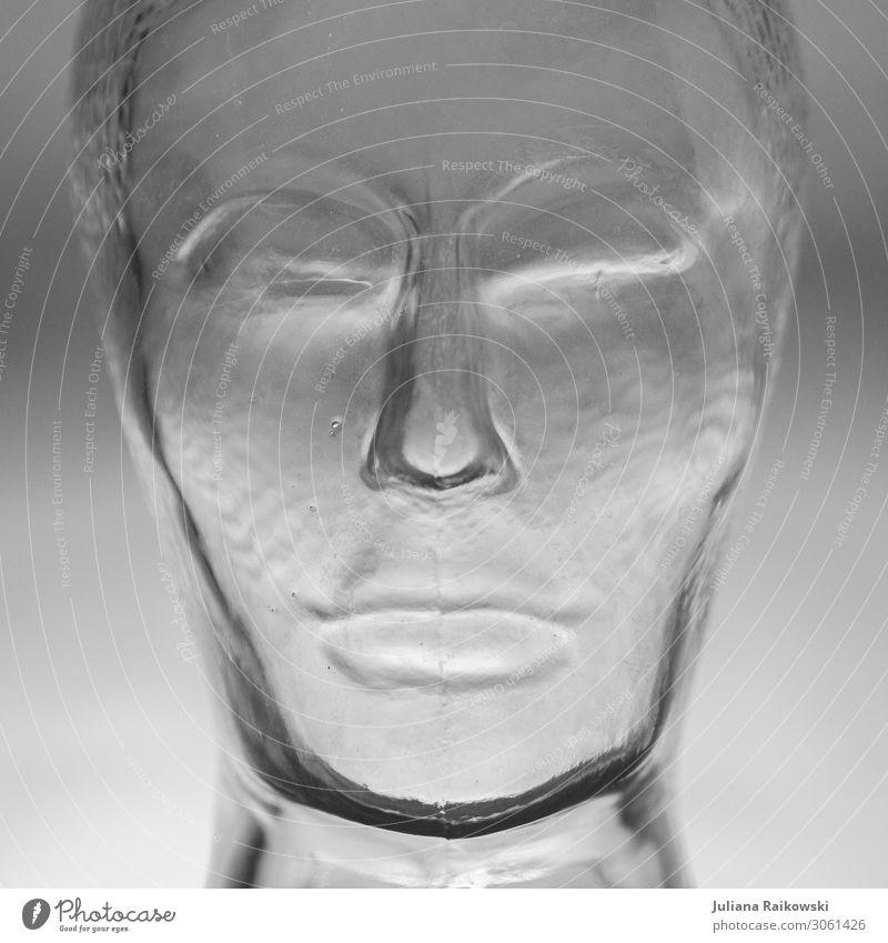 Gesicht eines Glaskopfes in schwarz-weiß kalt Traurigkeit Gefühle Kunst Tod Denken grau modern Kraft ästhetisch Trauer fest