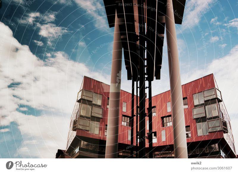 Schräg und teuer Himmel blau Stadt weiß rot Haus Wolken Fenster Gebäude Deutschland Fassade modern Glas hoch Beton Stadtzentrum