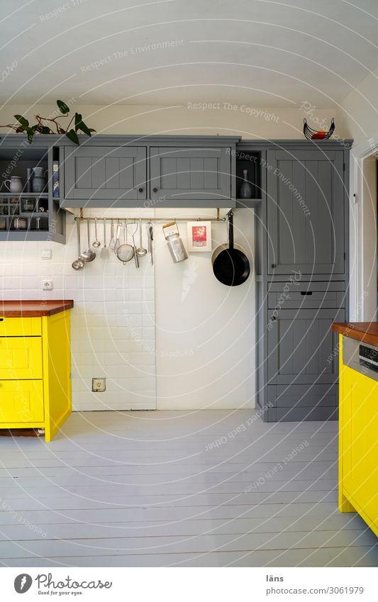 Küche ohne Herd Lifestyle Stil Häusliches Leben Wohnung Haus Renovieren Innenarchitektur Dekoration & Verzierung Möbel retro gelb grau Design Erwartung