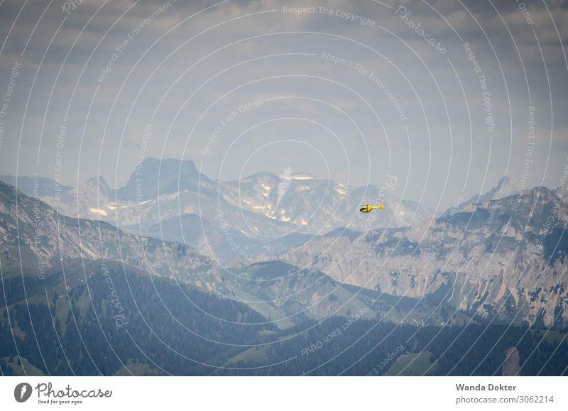 Helikopter in den Alpen Abenteuer Expedition Berge u. Gebirge Pilot Krankenhaus Technik & Technologie Luftverkehr Hubschrauber Rettungshubschrauber