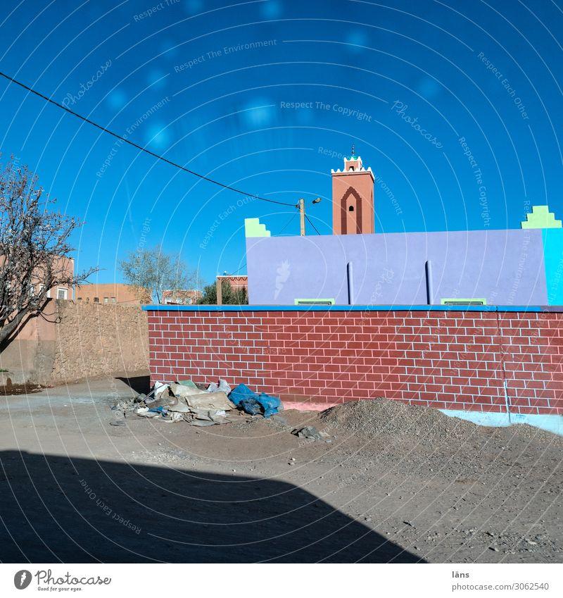 marokkanische Ortschaft Himmel Ferien & Urlaub & Reisen Stadt Haus Straße Wand Wege & Pfade Gebäude Tourismus Mauer Zusammensein Fassade Häusliches Leben