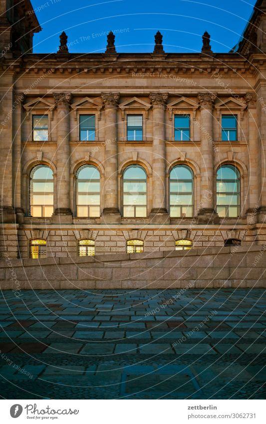 Reichstag, nördlicher Flügel Abend Architektur Berlin Deutscher Bundestag Deutschland dunkel Dämmerung Hauptstadt Bundeskanzler Amt Nacht Parlament Regierung