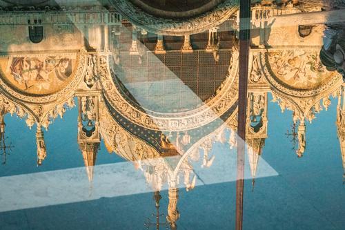 Ferien & Urlaub & Reisen blau Stadt Architektur Wärme Religion & Glaube Gebäude Tourismus Stein gold Europa Platz Italien Sehenswürdigkeit Bauwerk Denkmal