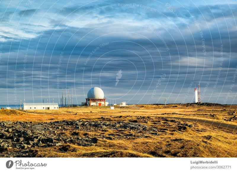 Radarstation in Vestrahorn, Island Ferien & Urlaub & Reisen Tourismus Meer Insel Natur Landschaft Himmel Wolken Sonnenaufgang Sonnenuntergang Gras Felsen Küste