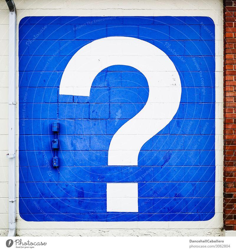 nebulös l Noch Fragen... Ferien & Urlaub & Reisen blau weiß rot Wand Tourismus Mauer Fassade Kommunizieren Hilfsbereitschaft entdecken Information Backstein