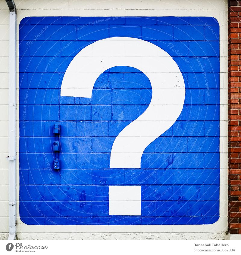 nebulös l Noch Fragen... Mauer Wand Fassade entdecken blau rot weiß Kommunizieren Tourismus Fragezeichen Information Ferien & Urlaub & Reisen Antwort