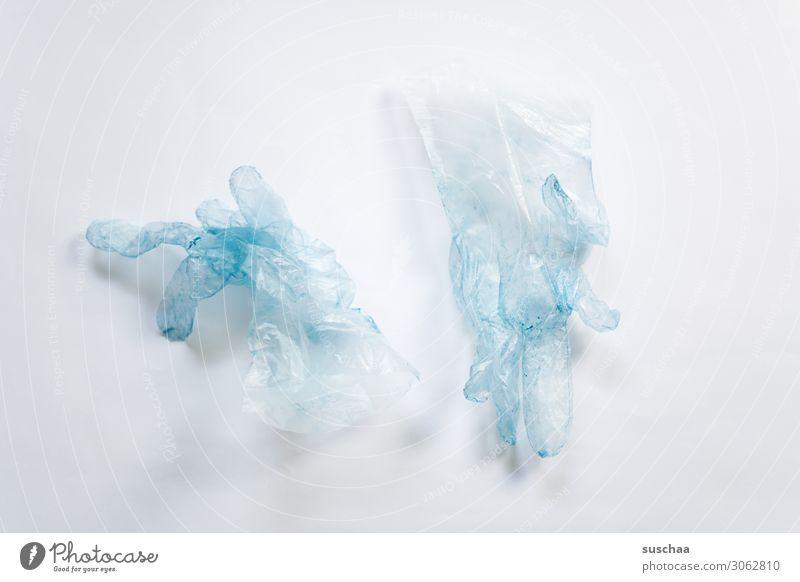 nach dem haarefärben Plastikhandschuhe Einweghandschuhe Müll wegwerfen Kunststoffmüll Umwelt Umweltverschmutzung Haarefärben Farbe streichen lackieren