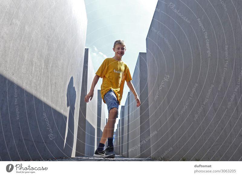 geometric forms Spielen Ferien & Urlaub & Reisen Tourismus Sightseeing Städtereise maskulin Junge Kindheit Leben 1 Mensch 8-13 Jahre Ausstellung Museum Kultur