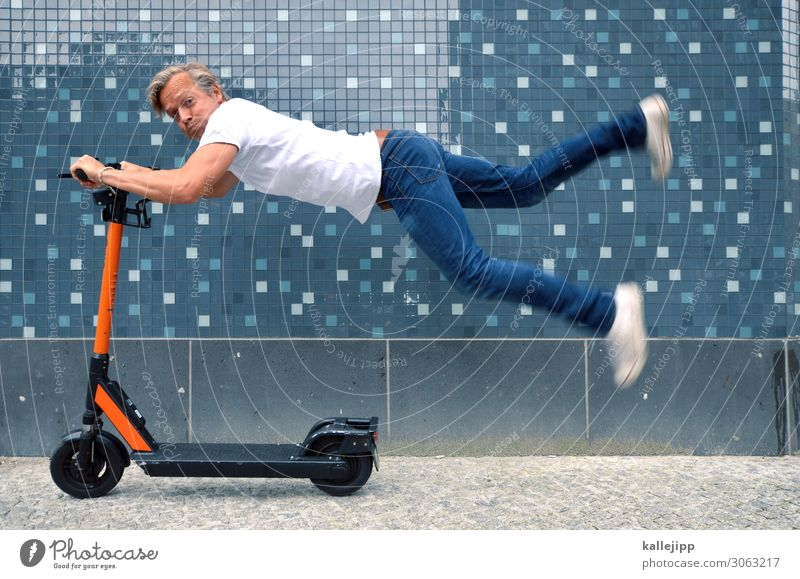 beSCHEUERt Fortschritt Zukunft Erneuerbare Energie Mensch maskulin Körper 1 45-60 Jahre Erwachsene Verkehr Verkehrsmittel Verkehrswege Personenverkehr