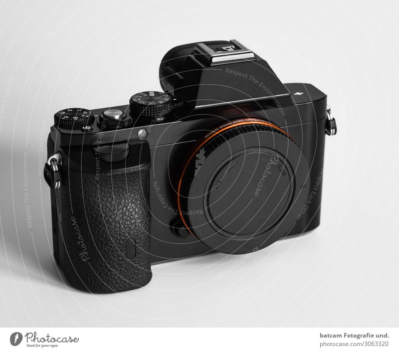 Spiegellose Systemkamera Body Arbeit & Erwerbstätigkeit Medienbranche Werbebranche Fotokamera grau orange schwarz silber Farbfoto Innenaufnahme Nahaufnahme