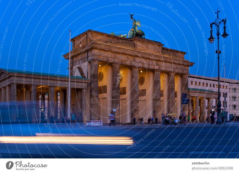 Brandenburger Tor Abend Architektur Berlin Deutschland dunkel Dämmerung Hauptstadt Nacht Regierung Regierungssitz Deutscher Bundestag Spree Spreebogen
