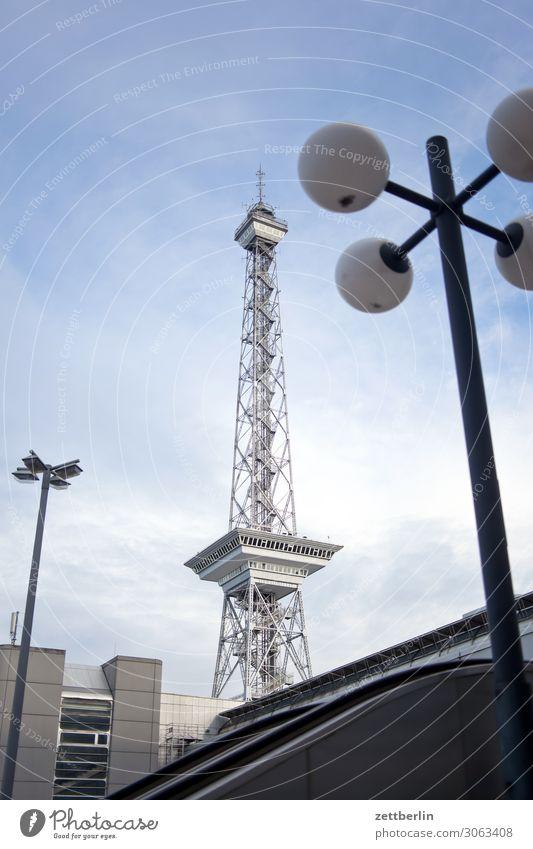 Funkturm Berlin Großstadt Hauptstadt Leben Menschenleer wilmersdorf Charlottenburg Sommer Stadt Straße Städtereise Szene Textfreiraum Stadtleben Turm