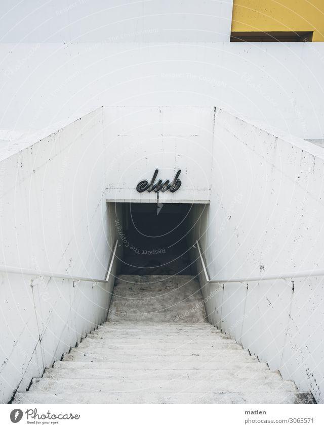 club Menschenleer Haus Gebäude Architektur Mauer Wand Treppe Fassade modern gelb grau Club Beton Farbfoto Gedeckte Farben Außenaufnahme Textfreiraum links