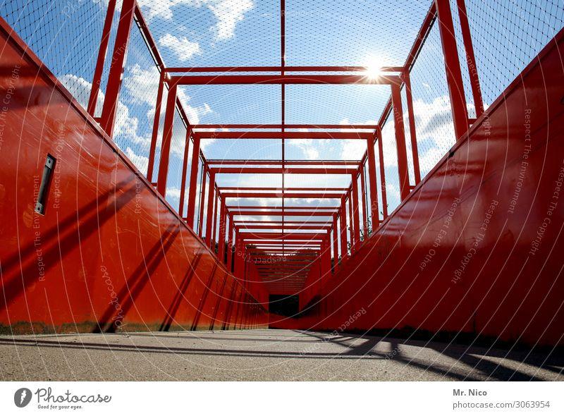 Belvederebrücke Brücke rot Architektur Stahlkonstruktion Stahlträger Stahlbrücke Brückenkonstruktion Konstruktion Bauwerk Fußgängerübergang Fußgängerbrücke