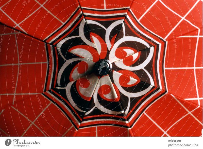 Regenschirm rot Dinge alt
