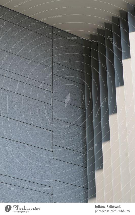 Zick Zack Schatten an einem Gebäude Stadt Haus Architektur Wand Kunst Mauer Stein Fassade grau Linie modern Hochhaus ästhetisch Beton Bauwerk