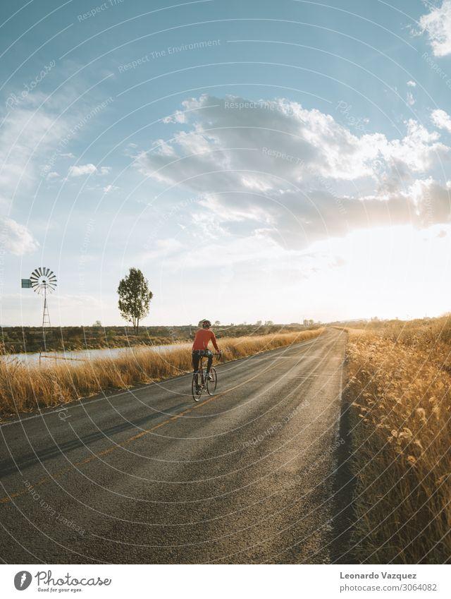 Radfahren Sonnenuntergang Lifestyle Freizeit & Hobby Ausflug Abenteuer Freiheit Expedition Fahrradtour Sport Fitness Sport-Training Fahrradfahren Rennbahn