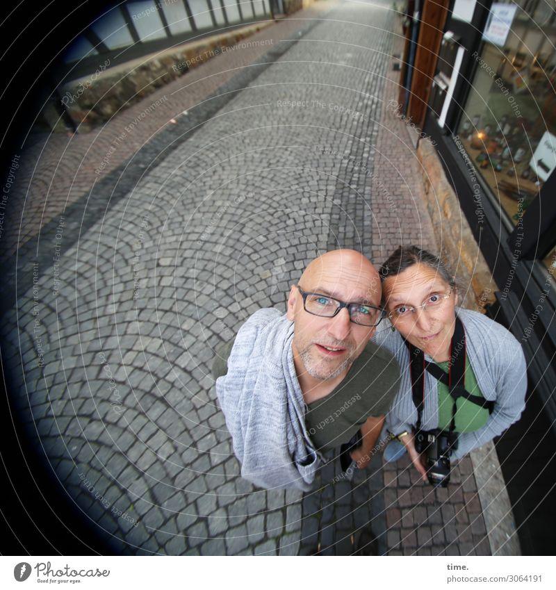 AST 9   Motivsuche Frau Mensch Mann Stadt Straße Erwachsene Leben feminin Tourismus Freundschaft maskulin Perspektive beobachten Brille Neugier entdecken