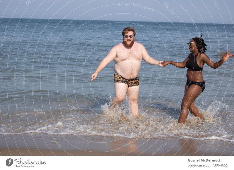 Strand-Spaß Lifestyle Freude Ferien & Urlaub & Reisen Ausflug Abenteuer Sommer Sommerurlaub Sonne Meer Wellen Mensch maskulin feminin Junge Frau Jugendliche