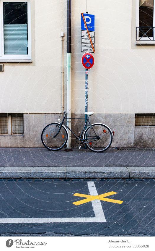 [no] parking Verkehrsmittel Fahrradfahren Straße Verkehrszeichen Verkehrsschild Schilder & Markierungen gebrauchen Denken Erholung stehen verkaufen Stadt viele