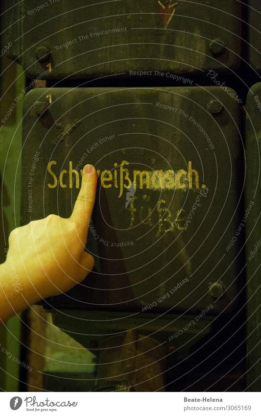 Sch(w)eißfüße Industrie Maschine Technik & Technologie Metall Zeichen Schriftzeichen Hinweisschild Warnschild wählen entdecken dreckig dunkel lustig Stimmung