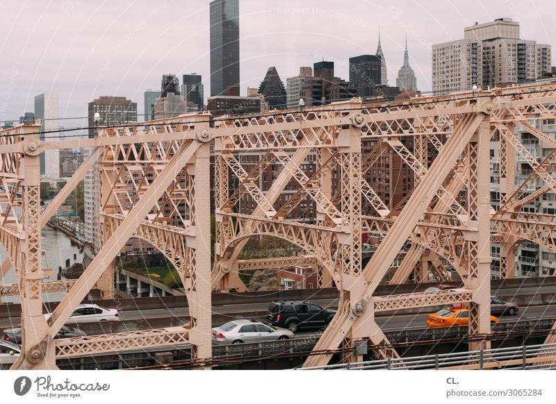 queensboro bridge Stadt Straße Architektur Wege & Pfade Gebäude PKW Verkehr Hochhaus USA groß Brücke Sehenswürdigkeit Wahrzeichen Bauwerk viele Verkehrswege