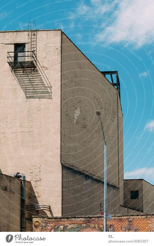 gravesend Himmel Schönes Wetter New York City Stadt Menschenleer Haus Gebäude Architektur Mauer Wand Straßenbeleuchtung eckig Treppe Röhren Farbfoto