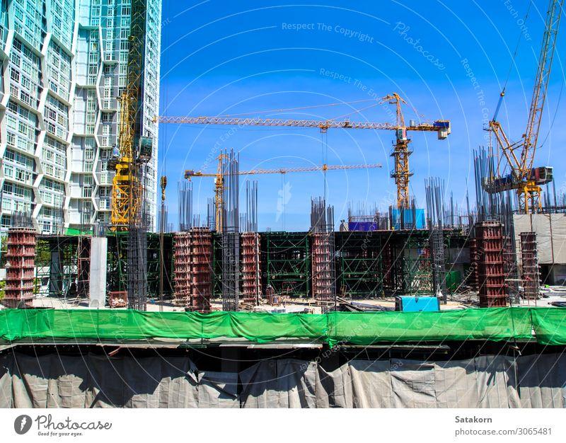 Das Gebäude im Bau auf der Baustelle Arbeit & Erwerbstätigkeit Industrie Himmel Thailand Stadt Beton Stahl blau Konstruktion Kranich Höhe Maschinenbau