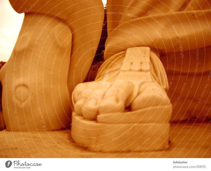 steinsandale Mensch Mann Stein Fuß historisch Skulptur Zehen Tracht Sandale Sockel