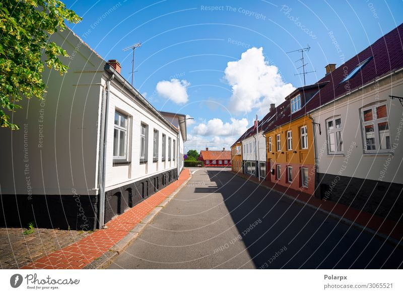 Leere Straße in einem kleinen dänischen Dorf kaufen Stil Design schön Ferien & Urlaub & Reisen Tourismus Sommer Haus Landschaft Himmel Stadt Stadtzentrum